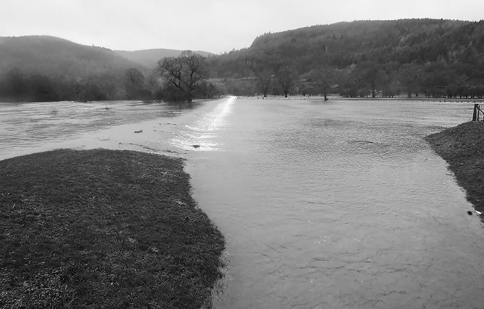 Conwy-Spillway-overtopping-in-winter-2015-NRW-1-B&W.jpg