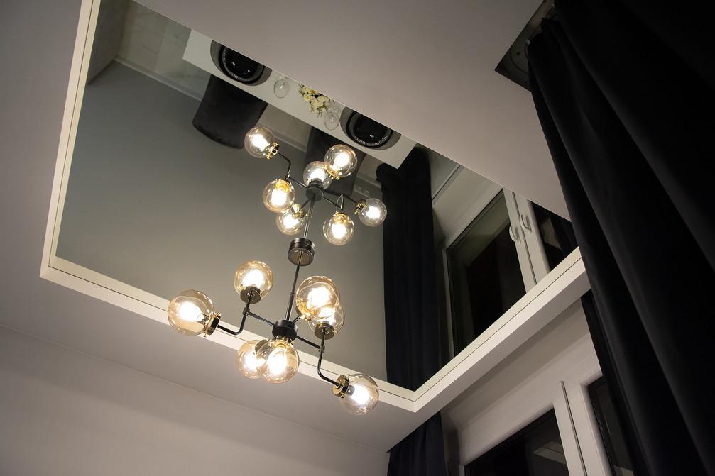 Detal salonu wnętrza inspirowanego stylem glamour. Mieszkanie o wysokim standardzie, sprzedało się w 4 dni. Projekt oraz home staging wykonany pod nadzorem Biura Projektowego Sylwia Płonka