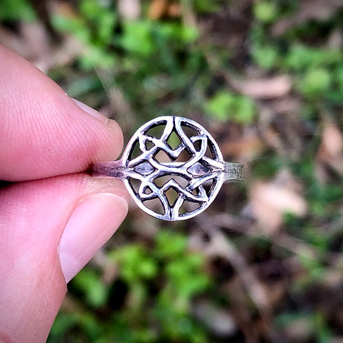 Sterling silver Celtic ring size 8