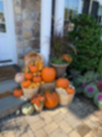 seasonal decoratiosn, pumkins, hay bails, november decor,
