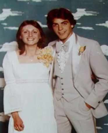 Even the stunner George Clooney has a prom picture to look back on! We have nothing to say here.... Just *swoon.*