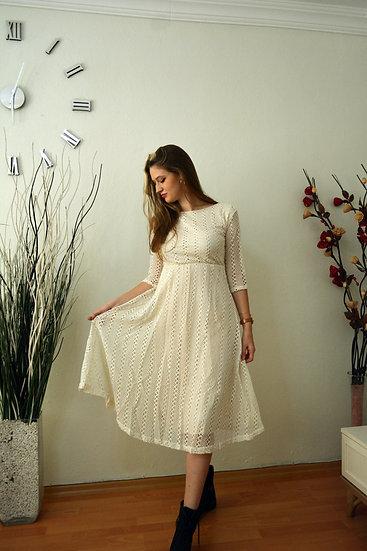 Kayık Yaka Eteği Çan Dantelli Elbise Beyaz