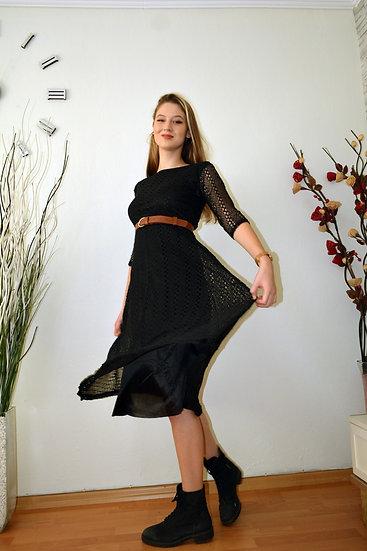 Kayık Yaka Eteği Çan Dantelli Elbise Siyah