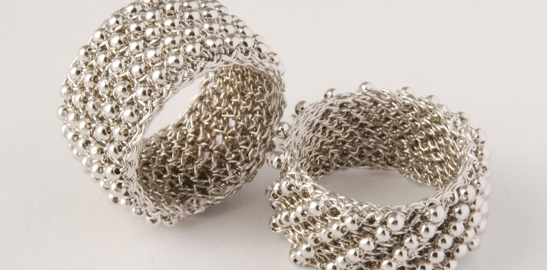 Bandringe mit Silberperlchen außen, rhodiniert
