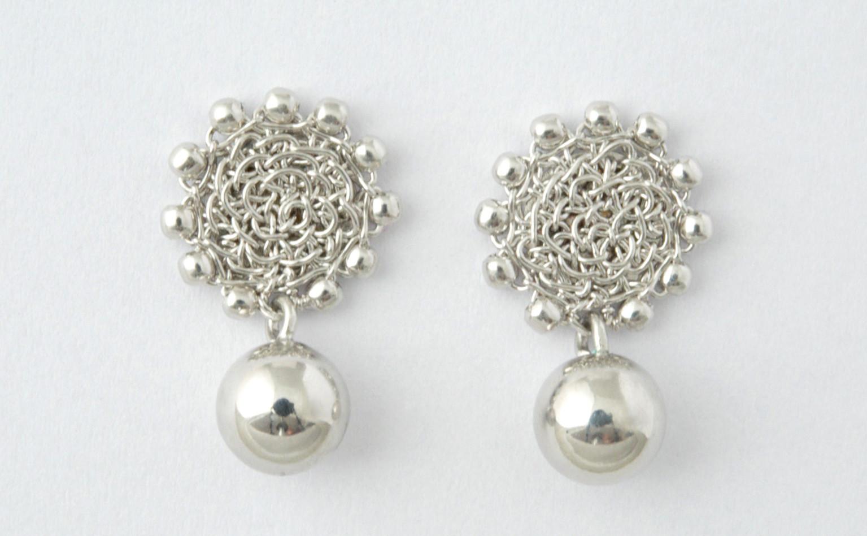 Ohrstecker mit Perlchen mit Silberkugel, rhodiniert