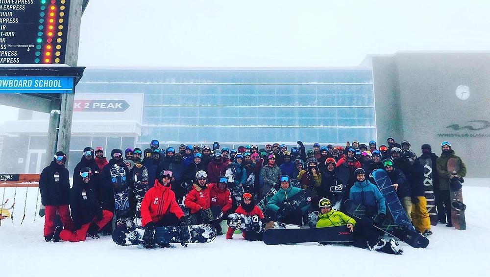 全體參與者在惠斯勒Peak to Peak前的合照