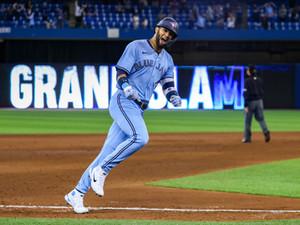 """La consistencia de Lourdes Gurriel Jr. como bateador de """"clutch"""" podría igualar récords en Toronto"""
