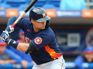 Dos swings, una historia: El impactante regreso de Aledmys Díaz va siendo un alivio para los Astros