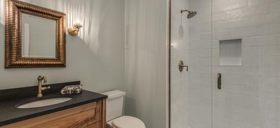 21_Bathroom1.jpg