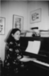 julia_piano.jpg