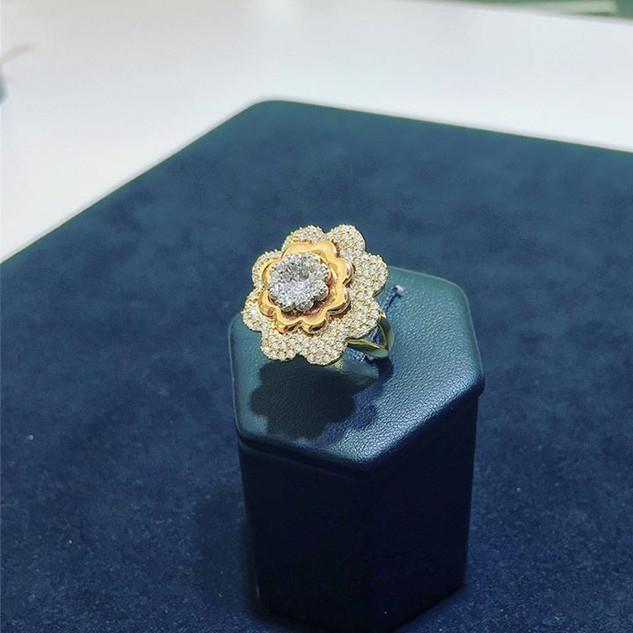 Anello gr 5,9 in oro giallo e oro rosa 18 kt a fiore con zirconi incastonati rifiniti a mano