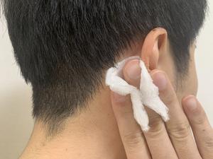 メンズ美容 ビオデルマ 耳の後ろ