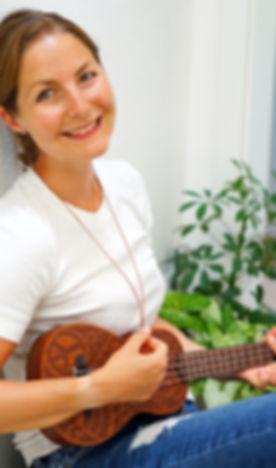 Insta_mit Gitarre.jpg