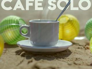 """Presentación del cartel """"Café Solo"""""""