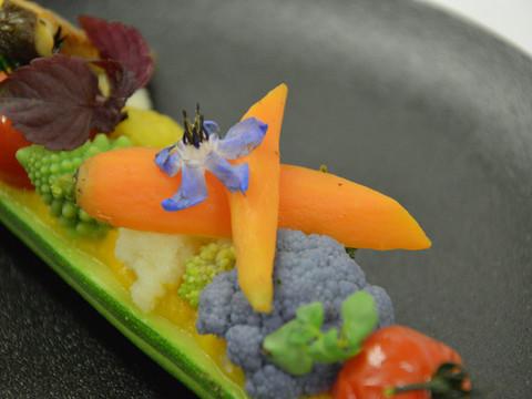 Légumes croquants en barquette de courgette