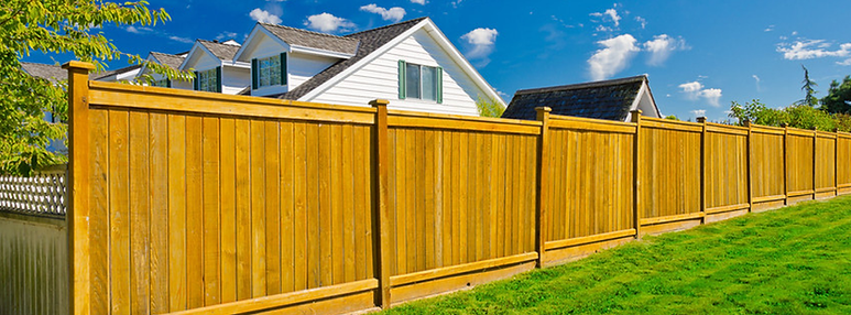 Wooden privacy fence in San Diego CA