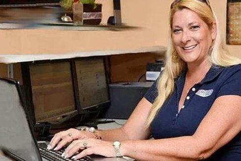 Lori Landis, computer repair technician in Sarasota, FL