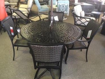 Cantabria Wicker Chairs Porto Table