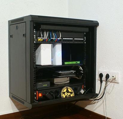 rack-cabinet-554476_1920-1030x992-768x74