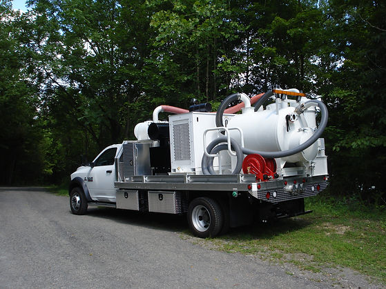 Vacuum excavation trucks with 4-wheel drive for sale