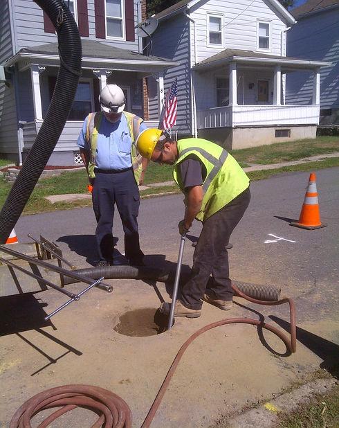 Keyhole technology for underground utility inspections