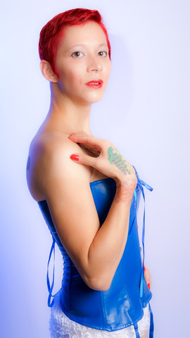 Lady Dori Belle AKA Susan MeeLing in blu