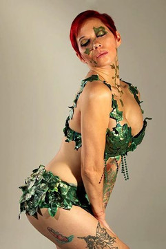 Lady Dori Belle AKA Susan MeeLing as Poi
