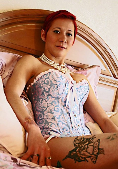 Lady Dori Belle AKA Susan MeeLing sittin