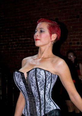 Lady Dori Belle AKA Susan MeeLing modeli
