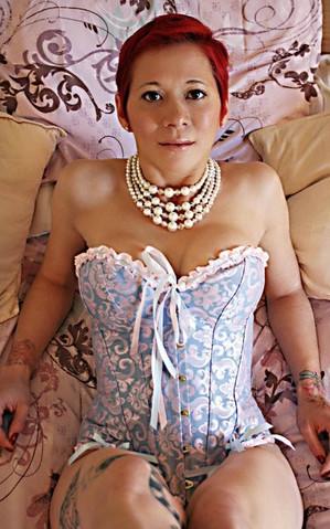 Lady Dori Belle AKA Susan MeeLing in pas
