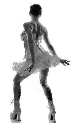 Lady Dori Belle AKA Susan MeeLing dancin
