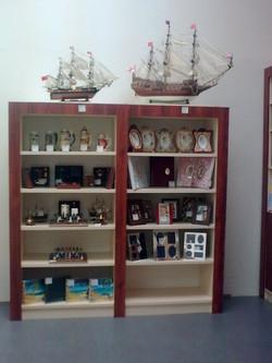 Мебель для магазина сувениров