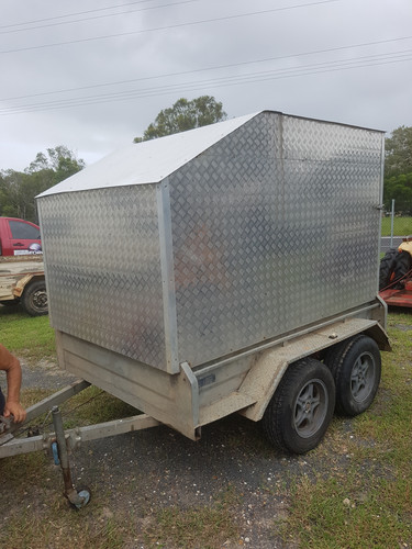 1 tandem  fully inclosed box trailer  with disc brakes