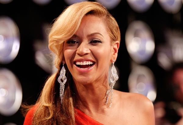 Beyonce nagy fülbevaló