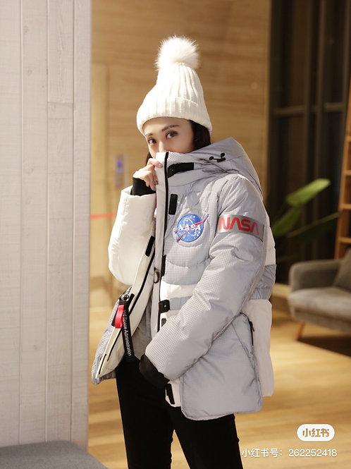 【NASA系列】波司登女鹅绒连帽短款2019新款时尚羽绒服B90142956