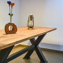 Mesa de madera maciza estilo industrial