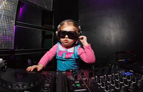 Дискотека с популярной у детей музыкой, лазером, мощным звуком