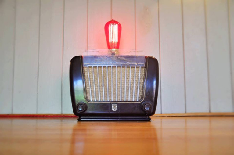 Vintage 1930s philips radio with a scarlet red filliment bulb.