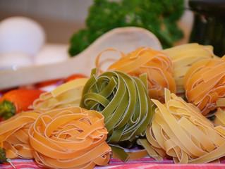 Tagliatelle con fave e salsiccia, la novità del menu in Cascina