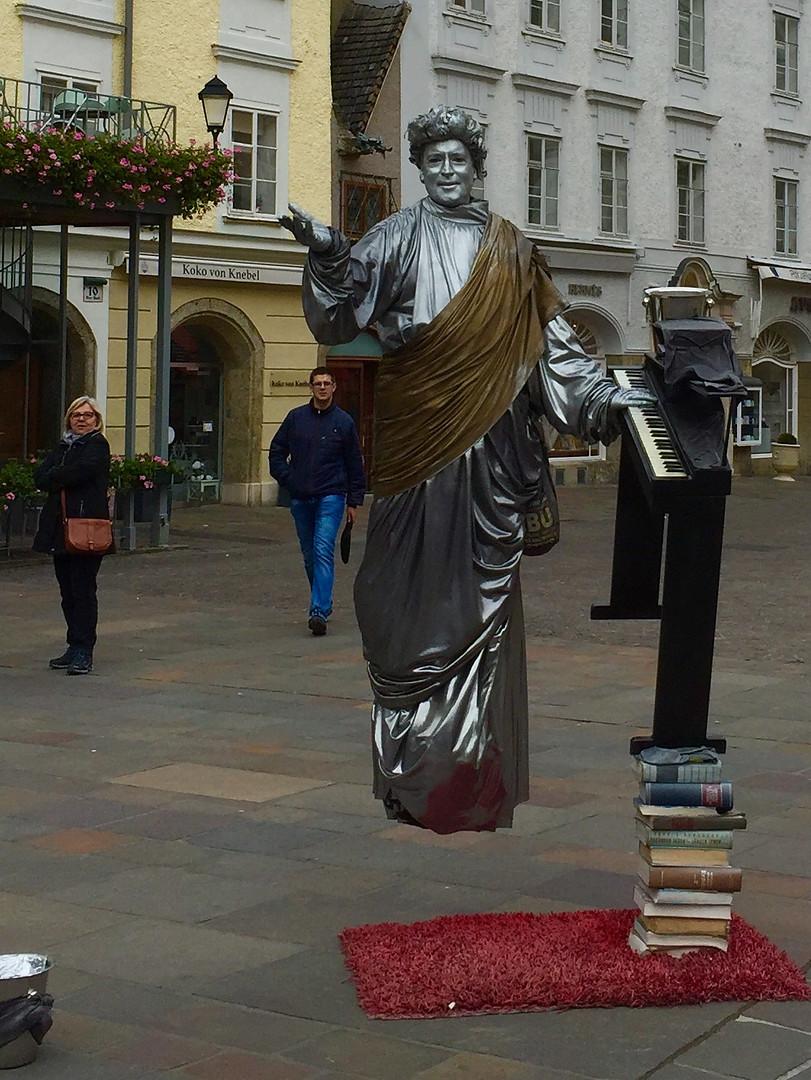 Salzburg statue IBD.jpg