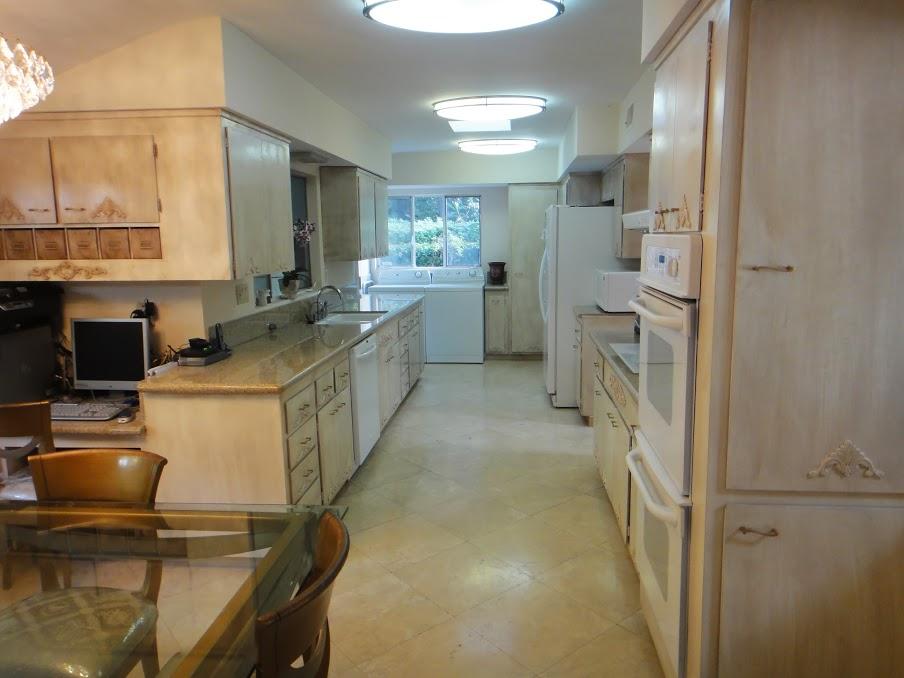 House 9 kitchen