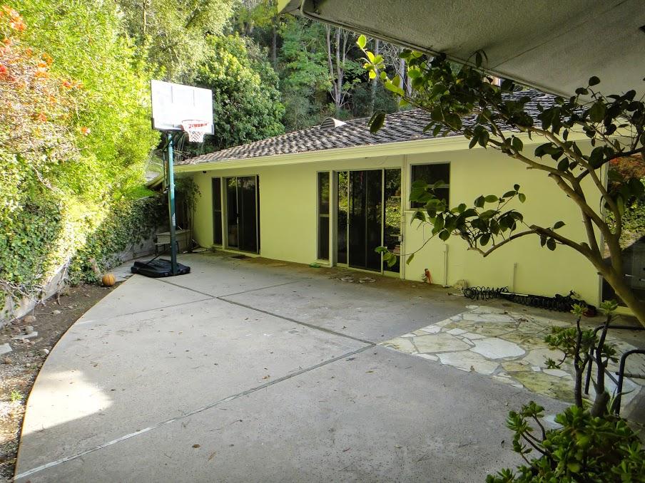 House 9 back yard