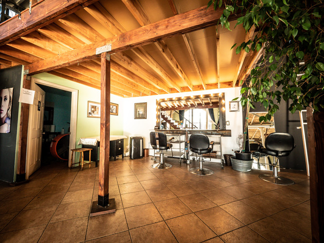 LOFT Hair & Makeup Station
