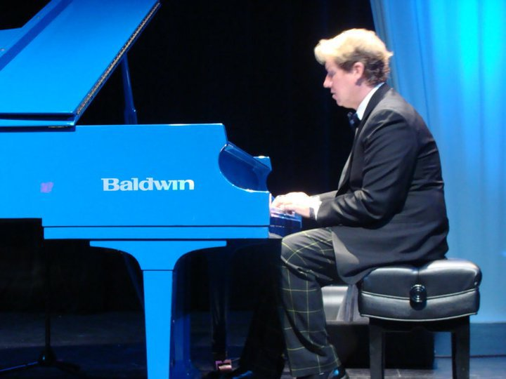 Danny WRight on Blue at the Raue
