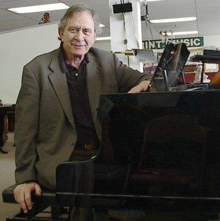 Lee Evans vists Piano Trends