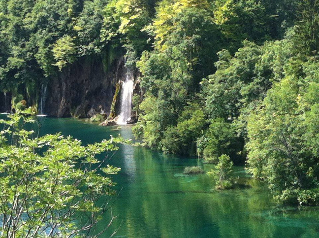 Finding stillness at busy places –             a trip to Plitvice National Park in Croatia