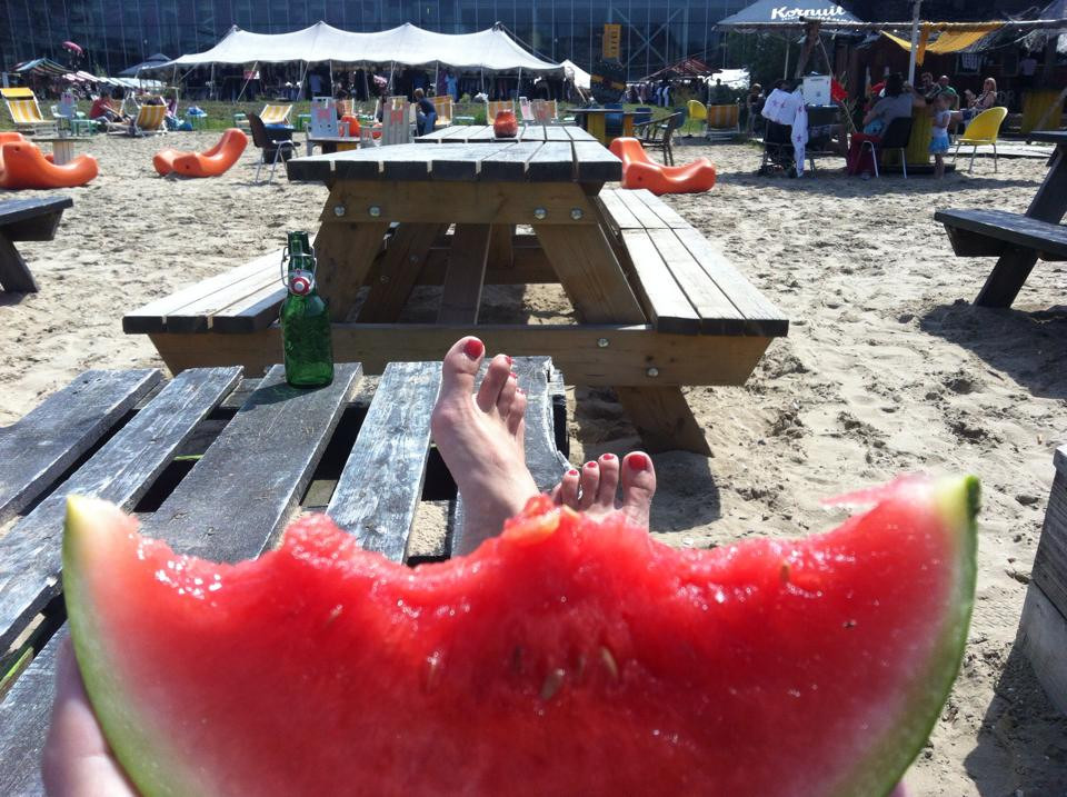 melon, feet