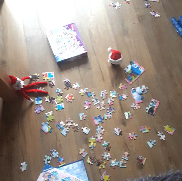Elf on the Shelf Jigsaw time