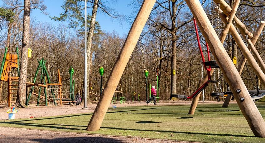 En överblick över Sagoängens lekplats i Halmstad