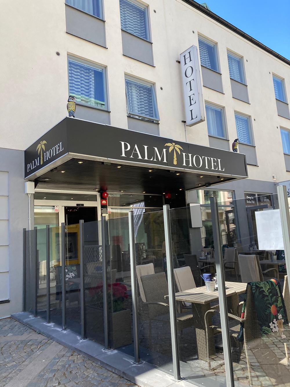 Entrén till Palm Hotell i Trelleborg